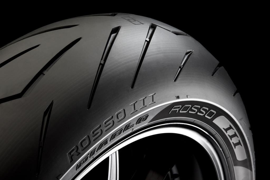 pirelli diablo rosso iii lu meilleur pneu supersport 2017 par le magazine motorrad le blog cardy. Black Bedroom Furniture Sets. Home Design Ideas