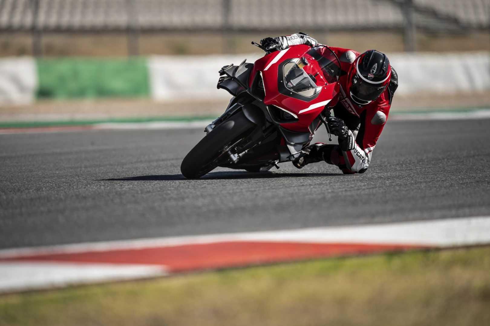Pirelli Diablo Supercorsa SP en action