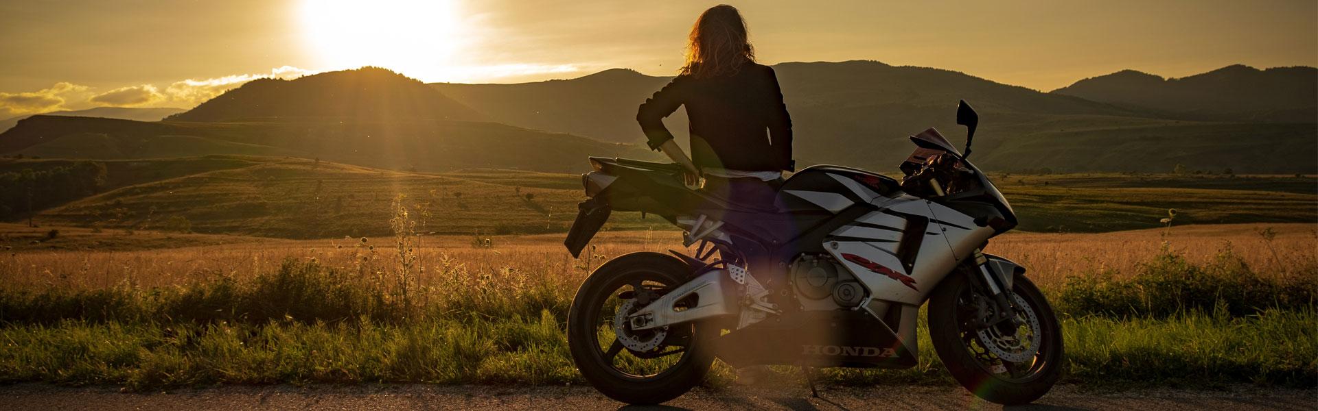 Les femmes conduisent mieux que les hommes