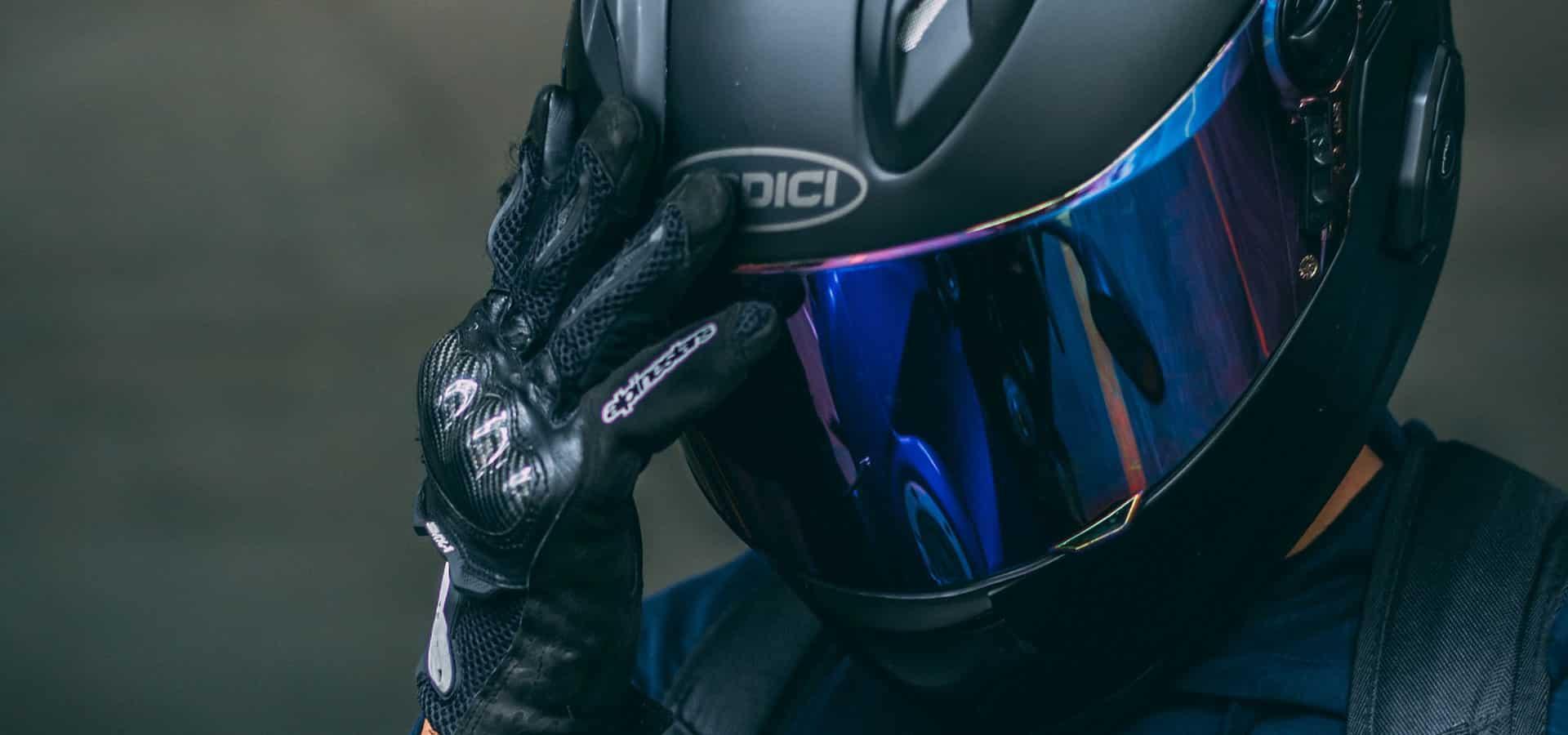 Choisir un casque moto : ce qu'il faut savoir pour faire un achat averti.